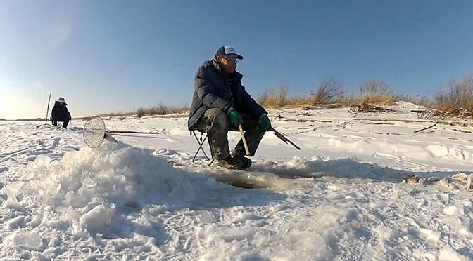 Ловля белого амура зимой