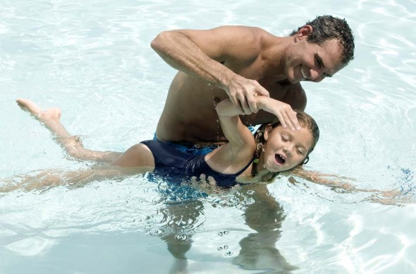 научить ребенка плавать