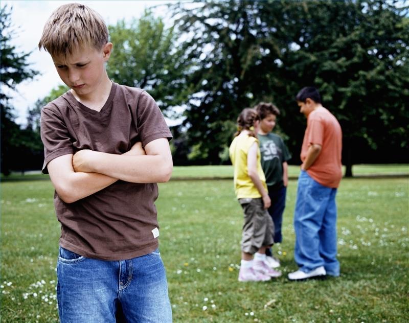 ребенка дразнят сверстники