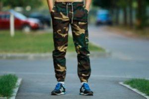 Мужские штаны в стиле милитари