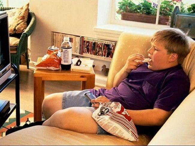 8 аргументов за то, чтобы вынести телевизор из комнаты ребенка