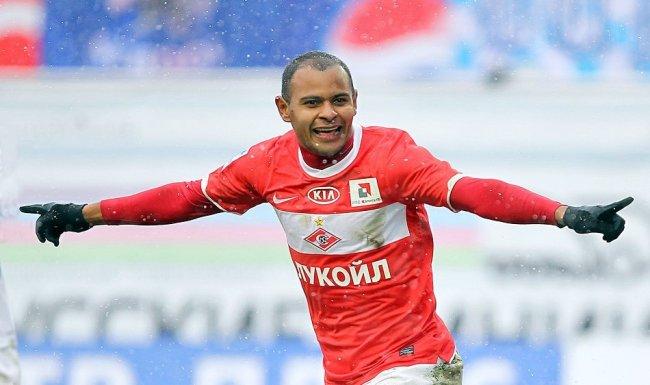 Арикле́нес да Си́лва Ферре́йра (Ари) - первый темнокожий игрок сборной России