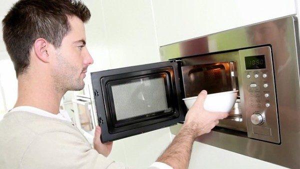 Какие продукты нельзя греть в микроволновке