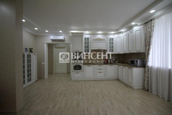3-комнатная квартира с новым ремонтом в Сочи