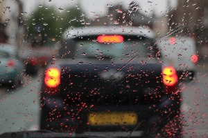 Управление автомобилем в дождливую погоду