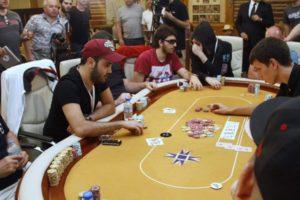 играть в живой покер